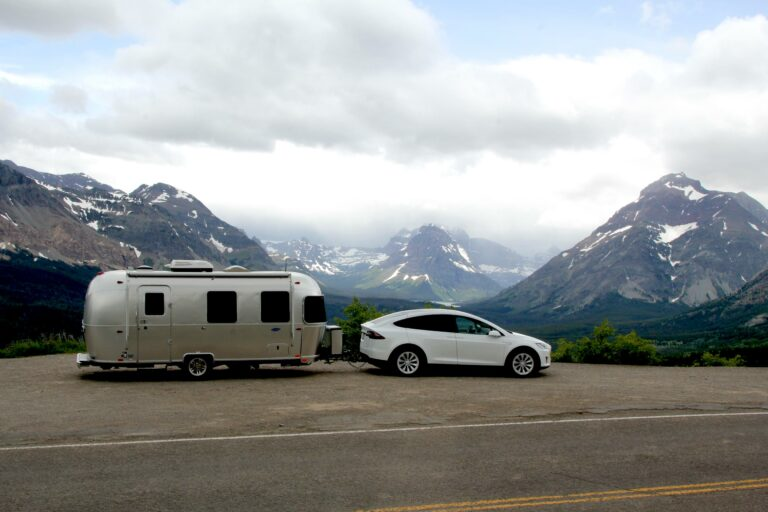 Electric-car-towing-caravan